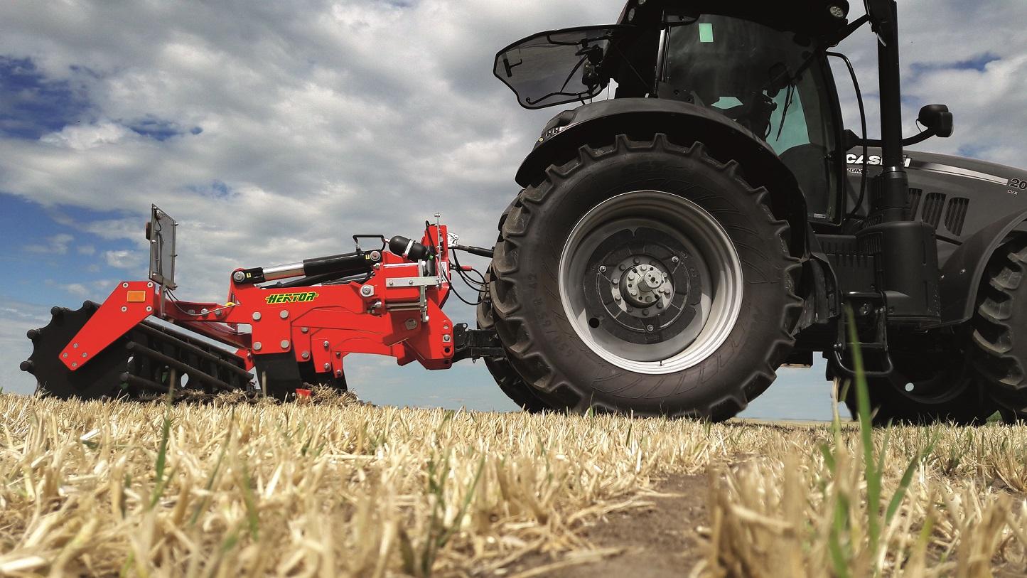 atsarginės traktorių ir žemįs ūkio padargų dalys